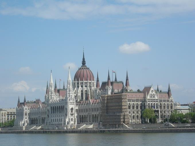 Vé máy bay đi Hungary giá rẻ