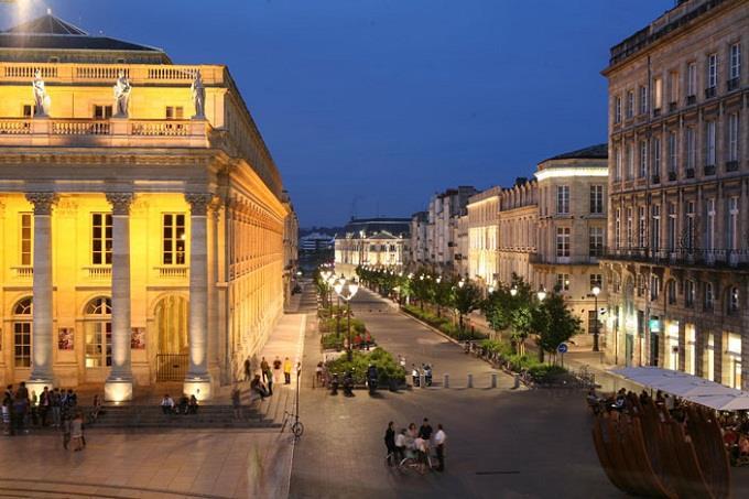 Vé máy bay đi Bordeaux từ Hà Nội