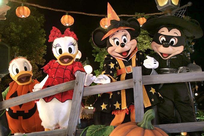 Khám phá thế giới giải trí Disneyland Hong Kong