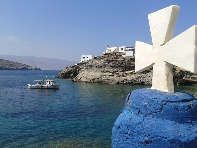 Những ngôi nhà đá trắng trên đảo Tinos