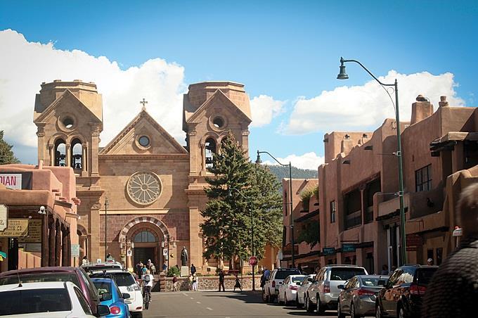 Thăm thành phố nghệ thuật Santa Fe