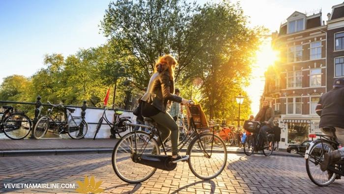 """Những sự thật """"điên rồ"""" về Amsterdam"""