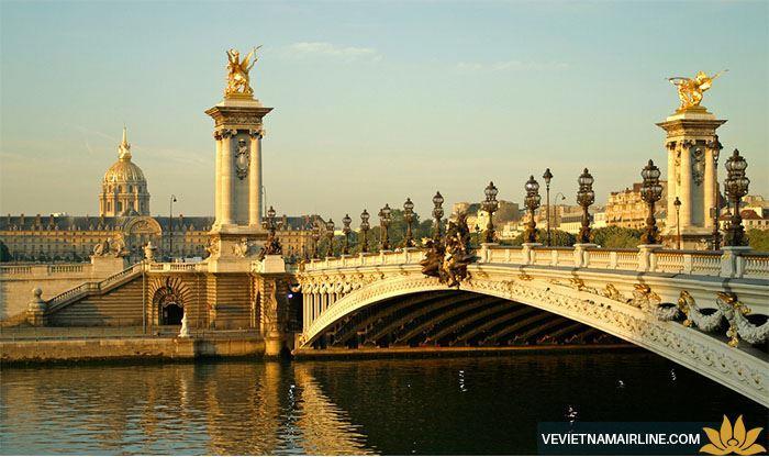 Điểm danh 5 cây cầu nổi danh nhất xứ Paris