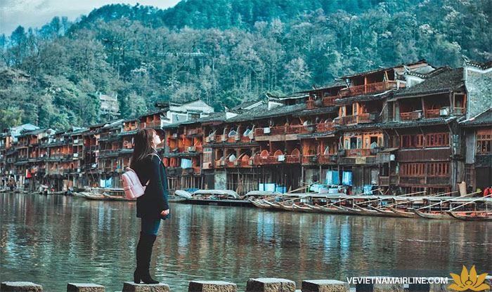 Ngẩn ngơ với vẻ đẹp mộng mơ của Phượng Hoàng Cổ Trấn – Trung Quốc