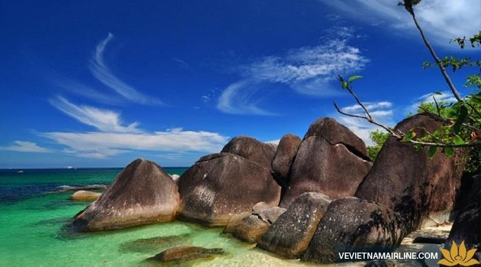 Lạc lối trên đảo cầu vồng tuyệt đẹp của Indonesia